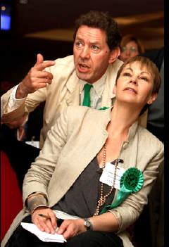 Caroline Lucas, leder for de engelske grønne, følger valget.
