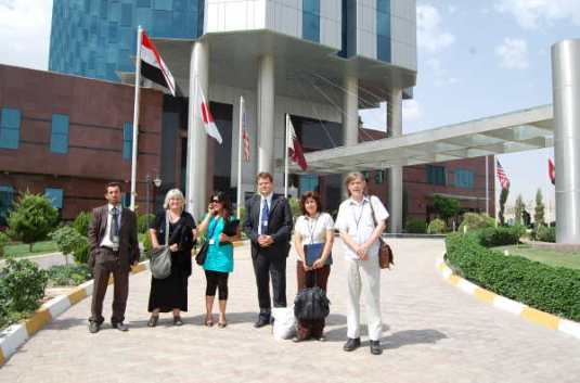Valgobservatørene fra Rådet for Kurdernes Rettigheter sammen med  representanter fra Norsk Folkehjelp