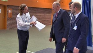 Kong Harald får brev om skadelig norsk lakseoppdrett i Canada