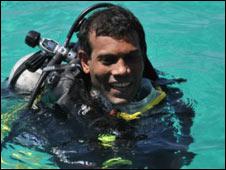 Presidenten på Maldivene er føre var - han  holdt forleden dag regjeringsmøtet under vann.
