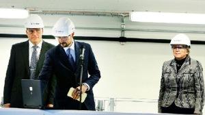 Flankert av Sintefs klimadirektør Nils A. Røkke og Sintefs konsernsjef Unni Steinsmo, åpnet kronprins Haakon den nye CO2-laben på Tiller.Foto: MARIANN DYBDAHL/Adressa