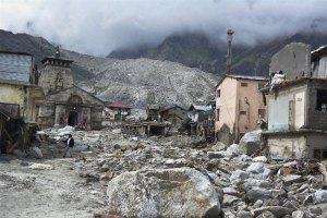 Tempelet i Kedarnath,et viktig pilegrimsmål, ligger nå halvveis begravd av is, sand og stein.