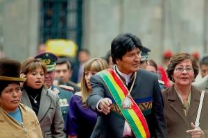 Bolivias populære president, Evo Morales, har nektet å godta forbudet mot tradisjonell bruk av cocablader.