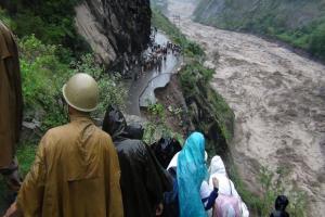Liksom i Norge er veiene svært utsatt når det går ras i Uttarakhand.