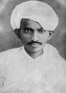 Gandhi slik han kledde seg da han vendte tilbake til India etter tjue år som aktivist-