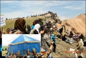 Syriske kurdere protesterer mot graving av ei grøft mellom de kurdisk-styrte områdene i Syria og Irak
