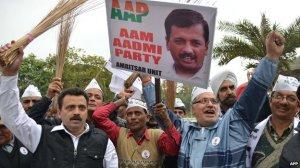 AAP (den vanlige manns parti)  står for en dypere fornyelse av indisk politikk enn Modis BJP  kan levere. AAP har kosten som symbol,og vil feie ut korrupsjon og vanstyre