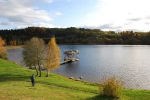 Hestsjøen : Det området der Ola B. Moe vil ha massedeponi ligger bak fjellknatten til venstre.