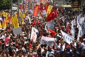 Protestene  i Geziparken i 2013 førte for første gang tyrkisk og kurdiske aktivister sammen mot Erdogan-regjeringa.