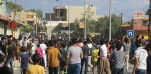 Unge demonstranter angriper et KDP-kontor utenfor Suleimania