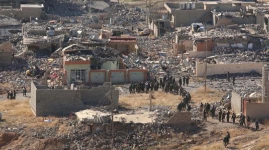 Kampene om Sinjar har medført store ødeleggelser. (bilde: Reuters)