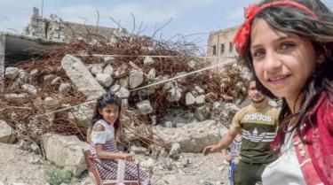 ungdom i ruinene av Sinjar